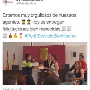 El Grupo Municipal de CsNavalcarnero en la entrega de las felicitaciones al Cuerpo de la Policía Local de Navalcarnero.